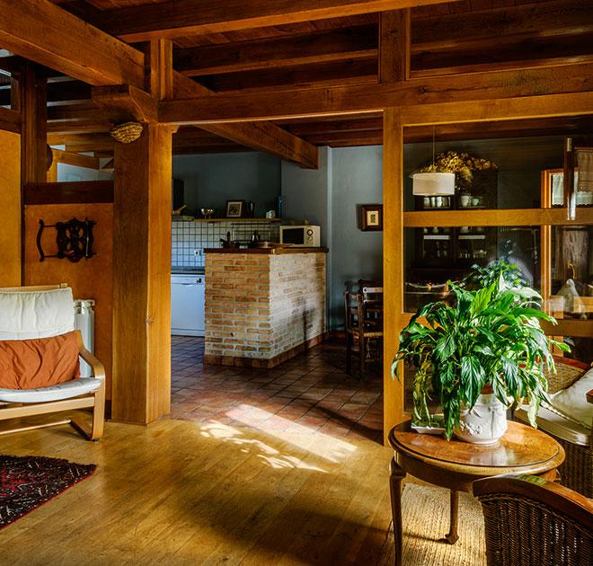 Alojamientos Mikelenea Mikeletxea casas rurales muy grandes viajes para grupos de amigos y familias numerosas 20 habitaciones turismo rural en plena naturaleza en Arruitz en el norte de Navarra
